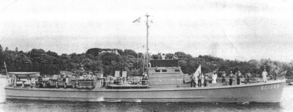 SC 1359 circa 1943, at commissioning